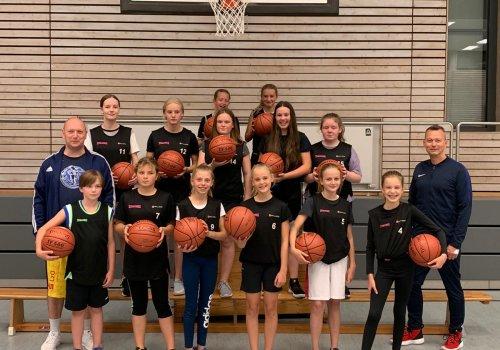 MBO unterstützt den GVO mit Basketbällen